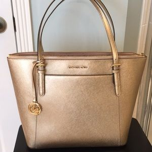 Michael Kors CIARA tote in Pale Gold Leather. NWT